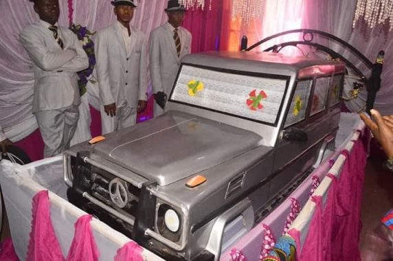 Unbelievable! Man Buried In A G-Wagon In Anambra