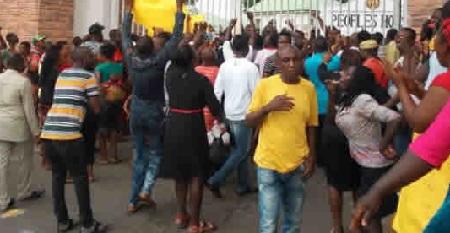 Owerri Market Traders Block Imo Govt House, Demand Audience With Okorocha