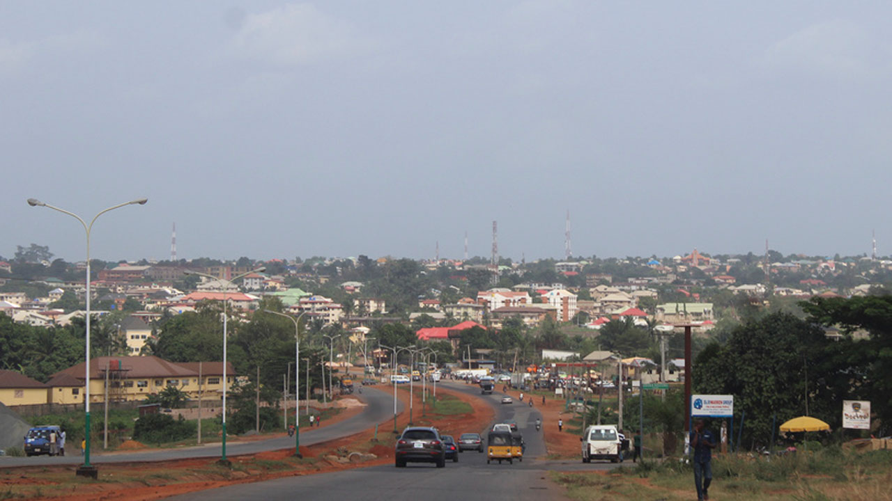 Awka Community Storms Anambra Govt. House, Urges Certification Of New Monarch